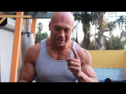 Как правильно накачать грудные мышцы!