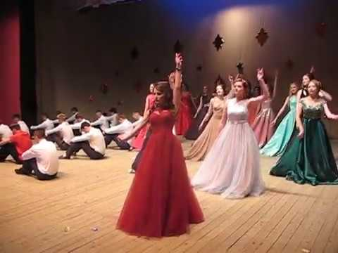 апреле танець вальс дівчат на випускний в 4 класі раскрывает перед читателем