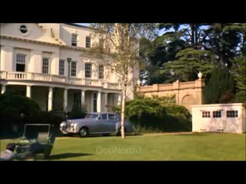 Richard E. Grant visits Pinewood Studios