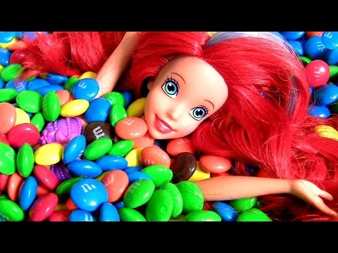 Little Mermaid Ariel Swimming in Pool of M&M's Chocolate Surprise with Disney Finding Dory Surprises