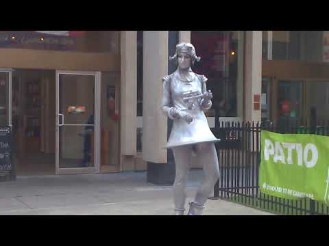 Living Statues on Sparks Street