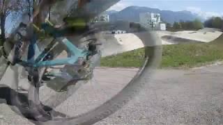 dirt vs bmx// LOL ce mec est en skate sur la piste