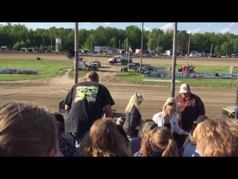 KFeds first official heat race 2016 Bemidji Speedway tuefel hunden