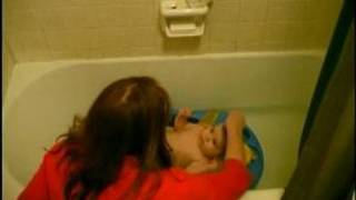 How to Bathe a Baby : How to Shampoo a Baby's hair(Make baby bath time fun; learn how to shampoo a baby's hair in this free video on baby care, health, and safety. Expert: Liz Hood Bio: Liz Hood is a mother with ..., 2008-10-23T16:55:50.000Z)