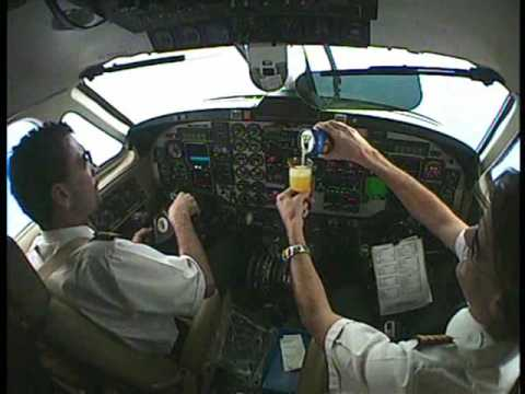 Beechcraft 1900 : Pouring a drink & Barrel Roll