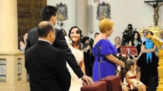 Novio canta a novia en Sevilla (Iglesia Cerro del Águila) Junio 2012