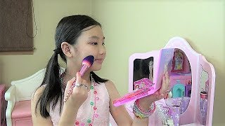 9e4479cbadf Alika playing with makeup toys by Globiki | تونس VIZION.LV