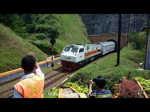 Kereta Api lewat Terowongan terpanjang di indonesia