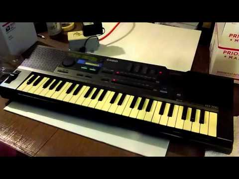 Casio ht-700 vintage synthesizer keyboard sequencer