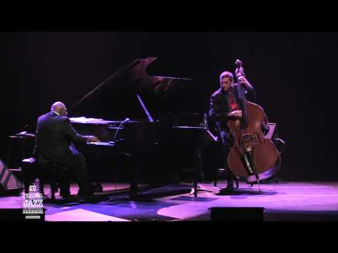 "Oliver Jones Trio avec/with Éric Lagacé et/and Jim Doxas - ""We Remember O. P."" (2011-07-02) ..."