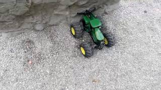 Трактор на радіо управлінні