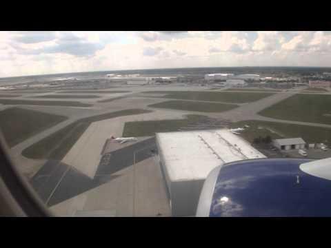 Delta Airlines Boeing 737 - 800 landing at Detroit 8 21 2012 (flight attendant yells at passenger)