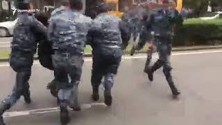 Բժշկական համալսրանի մոտ բերման ենթարկվեցին Կասկադի մոտից երթի դուրս եկած ակտիվիստները