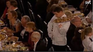 Конфуз на банкете Нобелевской Премии - официант роняет закуску на уважаемого профессора