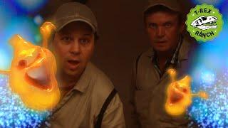 Dinosaur Ghost at Haunted Hotel! - Kids Halloween Special Videos - Moonbug Superheroes