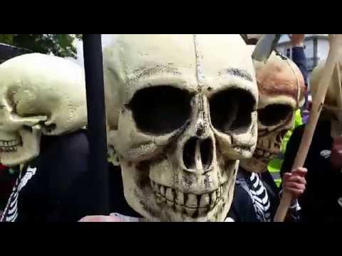 Multitudinaria manifestación en Santiago contra la mina de Touro