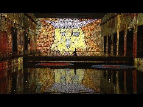 Fransa'da eski denizaltı üssü, dünyanın en büyük dijital sanat galerisine dönüştürüldü