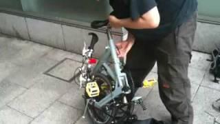 駅前で自転車を組み立てました.