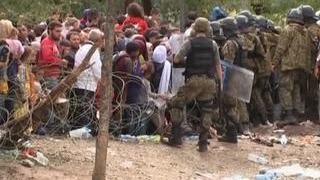 На границе Македонии беженцы прорвали полицейский кордон