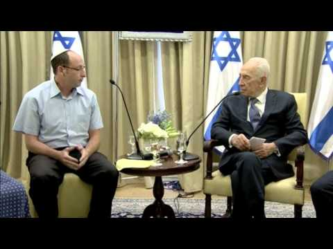 Peres Meets Family Of Kidnapped Teens
