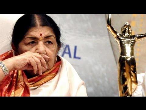 Lata Mangeshkar Honoured With Nightangle of the Century Award @ Star Guild Awards 2013 !