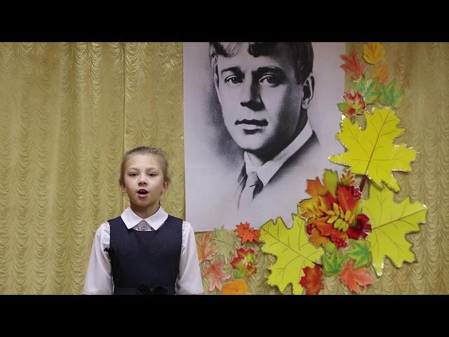 Изображение предпросмотра прочтения – ВикторияТарасова читает произведение «Вот уж осень улетела» С.А.Есенина