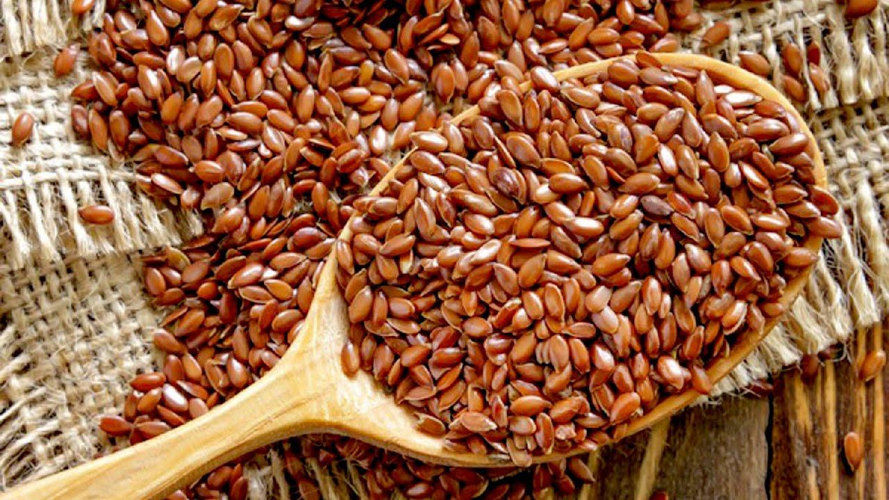 Семена льна можно купить практически в каждой аптеке. Пачка семян стоит от 30 до 70 рублей. Семя должно быть сухим и рассыпчатым, иметь характерный приторный запах, никакой затхлости, тем более гнили. Цвет семян должен быть светло-коричневым или желтым. Качественные семена.