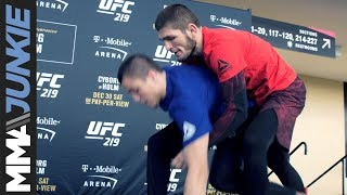 Video UFC 219: Khabib Nurmagomedov open workout download MP3, 3GP, MP4, WEBM, AVI, FLV Oktober 2018