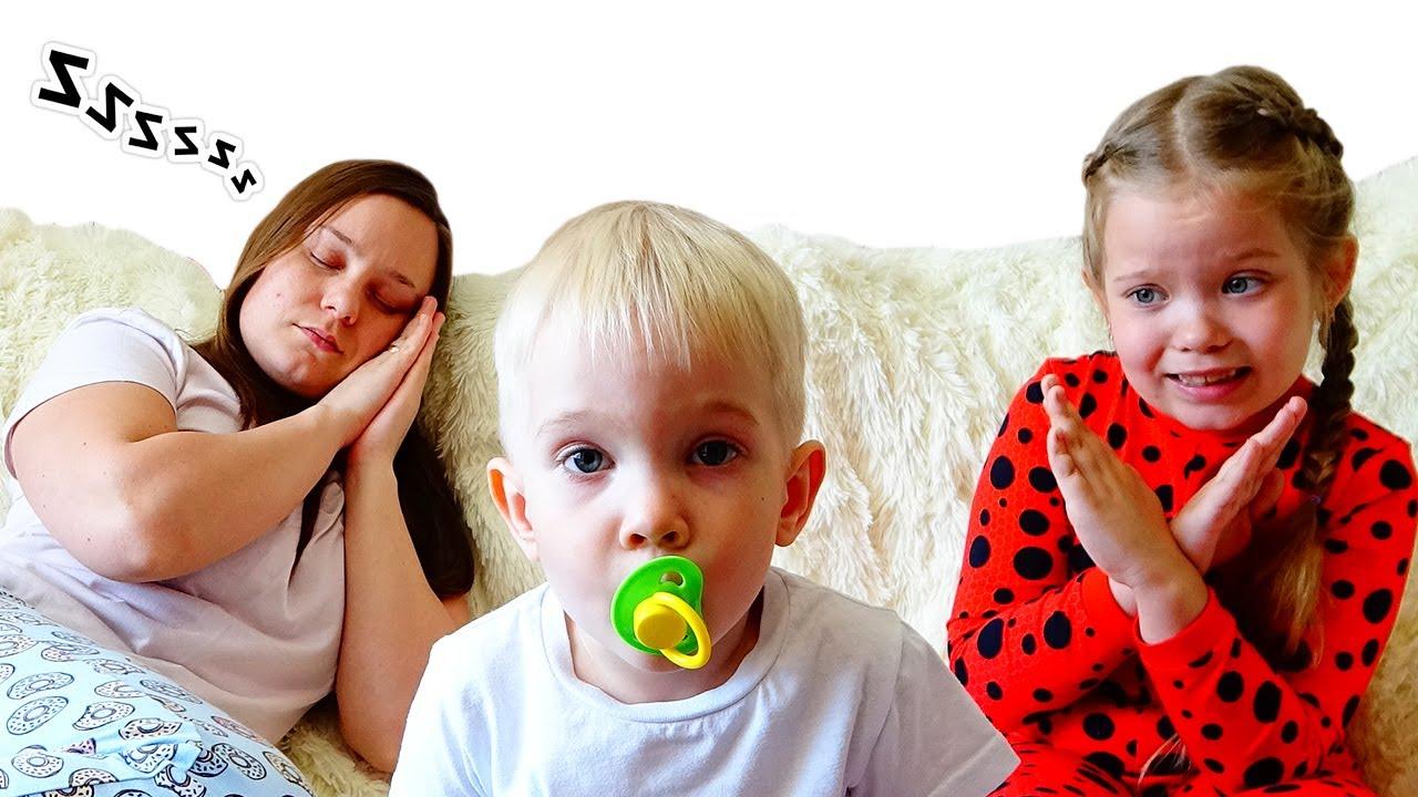 Лера и мама как странная няня для малыша