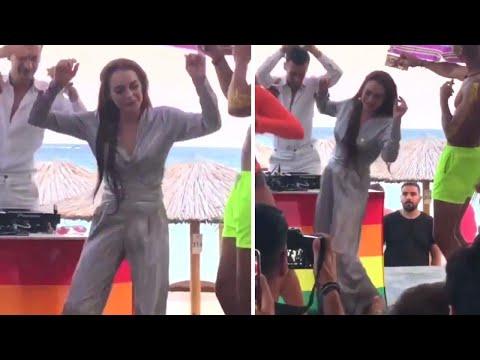 How to #DoTheLilo, Lindsay Lohan's New Dance Challenge