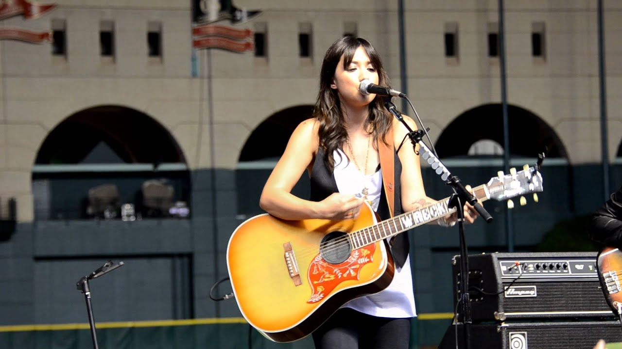 Michelle Branch - The Game of Love (acoustic - live) - YouTube
