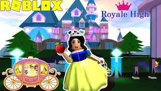 🍎👸🏻SNOW WHITE TOURING THE NEW ROYALE HIGH UPDATE!! -Roblox