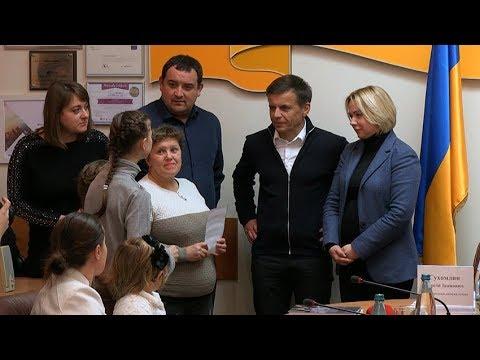 Житомир.info   Новости Житомира: У Житомирі п'ять родин переселенців отримали новопридбані квартири для тимчасового проживання