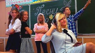 Download УРОК ПЕНИЯ!!!КТО ЛУЧШЕ СПЕЛ ПРО ОСЕНЬ!!! Mp3 and Videos