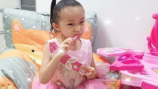 Lucy pretend play princess makeover with makeup toy | Fantastic Family for kids 시크릿 쥬쥬 화장 놀이