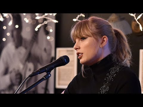 Taylor Swift Gives SURPRISE Performance At First Bar She Was Discovered At