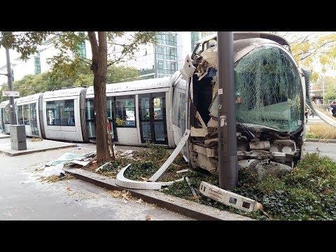 Un tramway déraille après une collision avec une voiture à Lyon Part-Dieu : 16 blessés