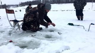 CRAZY Russian winter Fishing!