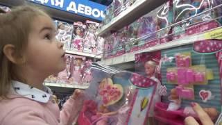 Шоппинг в Магазине игрушек Покупаем Свинка Пеппа и Скай Щенячий патруль ВЛОГ Кормим животных VLOG