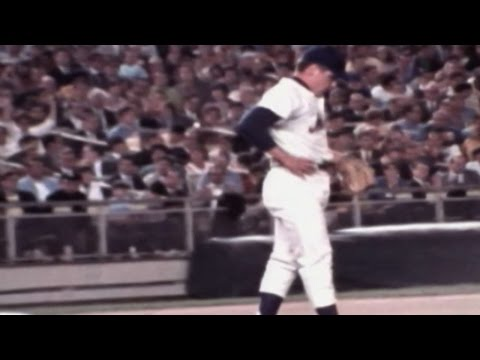 Tom Seaver loses perfect game in 9th