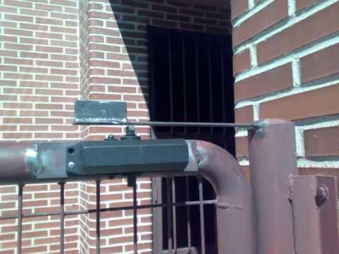 Trabajos de cerrajeria instalacion de muelle - Muelles de puertas ...