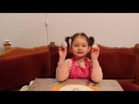 Карина в сахарной пудре. Печет кексики |Karina in powdered sugar . Bake cupcakes