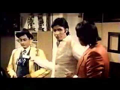 Namak Halal: Amitabh Bachchan tries to talk English