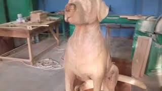 Интересная скульптура собаки из массива дерева начало работ