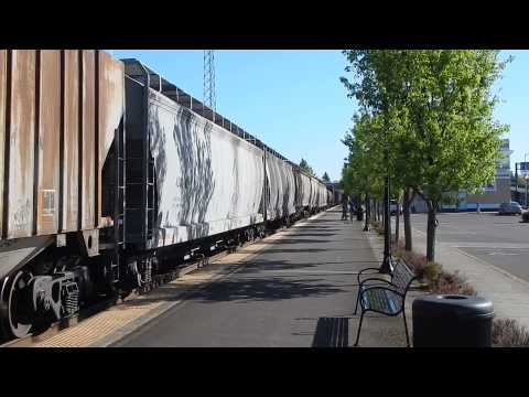 Union Pacific 5415 AC45CCTE hums past the Salem, Oregon train station