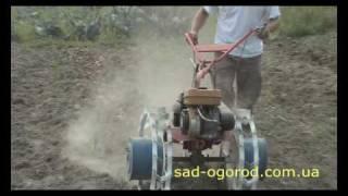 Мотоблок Салют с копалкой Дельфин (Видео 2)(Выкапывание картофеля мотоблоком САЛЮТ и копалкой ДЕЛЬФИН-1. Особенность такой копалки в том, что она сперв..., 2010-03-01T15:16:54.000Z)