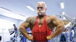 Дед-атлет отжигает на площадке(71 years Оld man ghetto workout training).