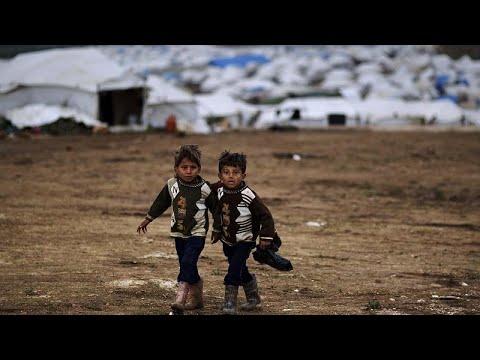 شاهد: مليون لاجئ سوري يكتظ بهم مخيم عتمة جراء أتون معارك إدلب …  - نشر قبل 2 ساعة