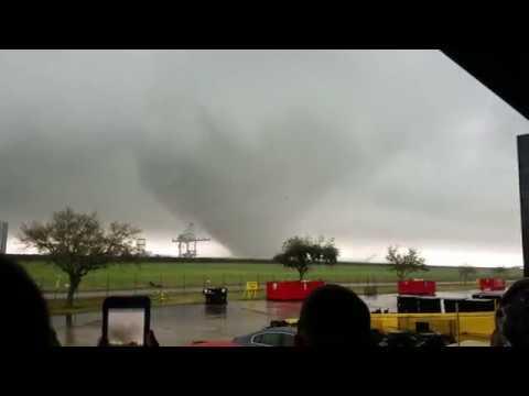 Резултат слика за Video: Devet tornada opustošilo američke države
