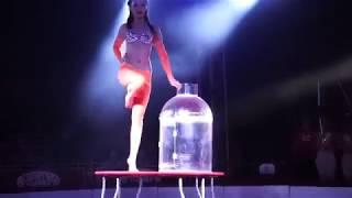 девушка залезающая в бутылью  не бутылку засунула а в бутылку залезла кто смотрит порно поймет меня